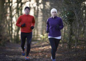 Säännöllinen liikunta voi vähentää koronakuolemia ja sairaalahoitoja